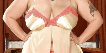 Naughty & Sexy BBW in Lingerie